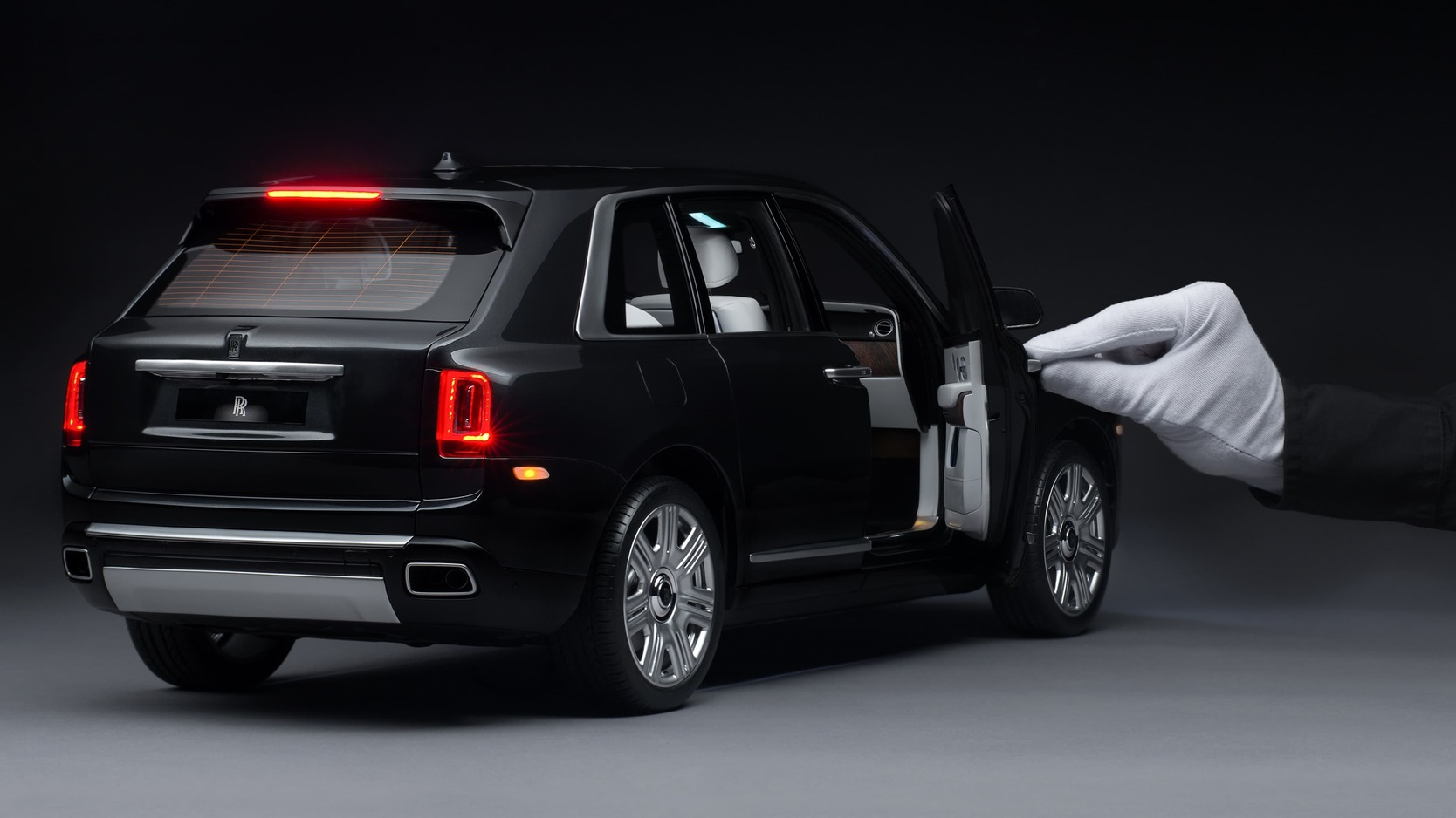 Rolls Royce Cullinan viewed from the rear